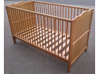 Pine Cotbed in Excellent Condition