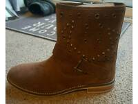 Ladies Boots - New Size 7
