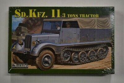 Lot 10-131 * Italeri 1:72 Scale kit No. 7016 Sd.Kfz.11 3 Ton Tractor