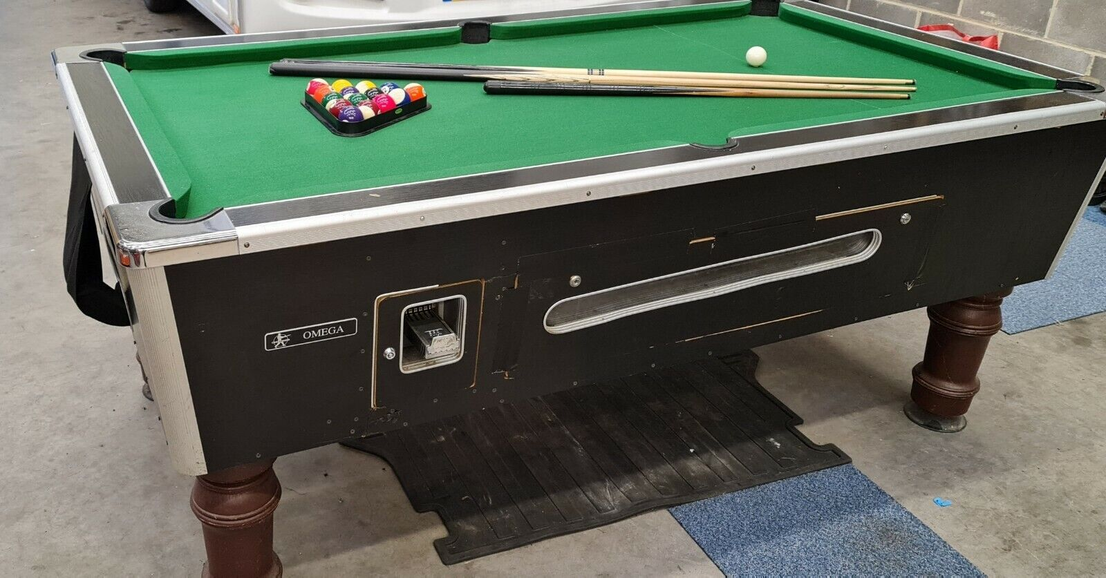 Full size pool table with cues and balls