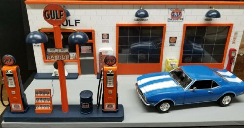 GULF GAS STATION FRONT W/ 2 PUMP ISLAND, HAND CRAFTED, 1:18TH SCALE, DIORAMA
