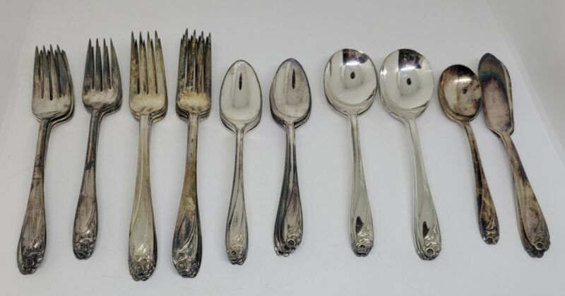 Lot of 30 Rogers Bros IS Daffodil Pattern Silverplate Flatware Forks, Spoons