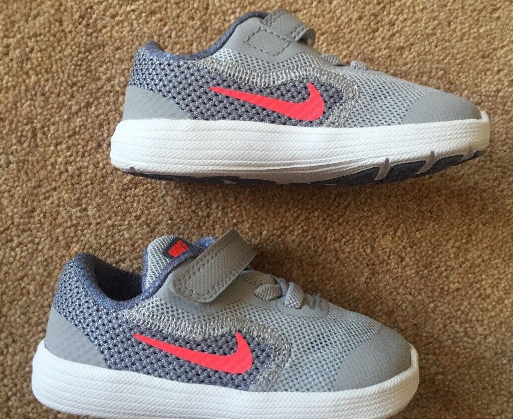 separation shoes d0dd2 a866c Nike Girl Grey   Pink Trainers - Infant Size 5   in Dundee   Gumtree