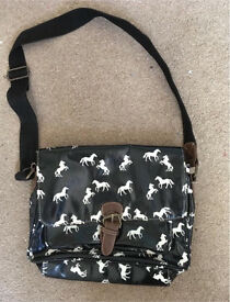 Horse shoulder bag.