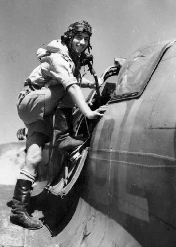 WWII B&W Photo Australian Spitfire Pilot in the Pacific RAAF WW2 World War/ 1281