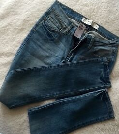NEW - Abercrombie & Fitch Jeans size W25. Slim fit.