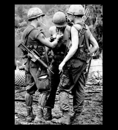 Vietnam War US Army Smoke Break PHOTO 1st Cavalry Troops Smoking Cigarettes