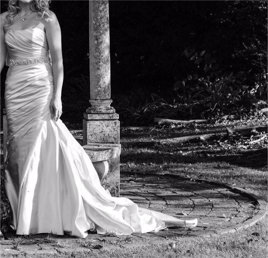 La Sposa Fanal wedding dress in oyster. Offers