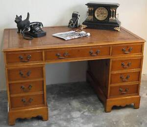 Vintage Timber Leather Top Bankers Desk Waratah Newcastle Area Preview