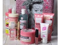 BNWT SOAP AND GLORY 'The Whole Glam Lot' Gift Beauty vanity case set, with suitcase. Face/skin/body