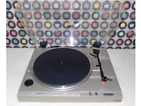 HITACHI HT-20S Semi-Automatic Belt-Drive Turntable.