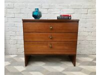 Vintage Chest of Bedroom Drawers #635