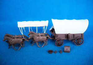 Classic Toy Soldiers/Marx western covered wagon for 1/32nd playset,+ 4 horses