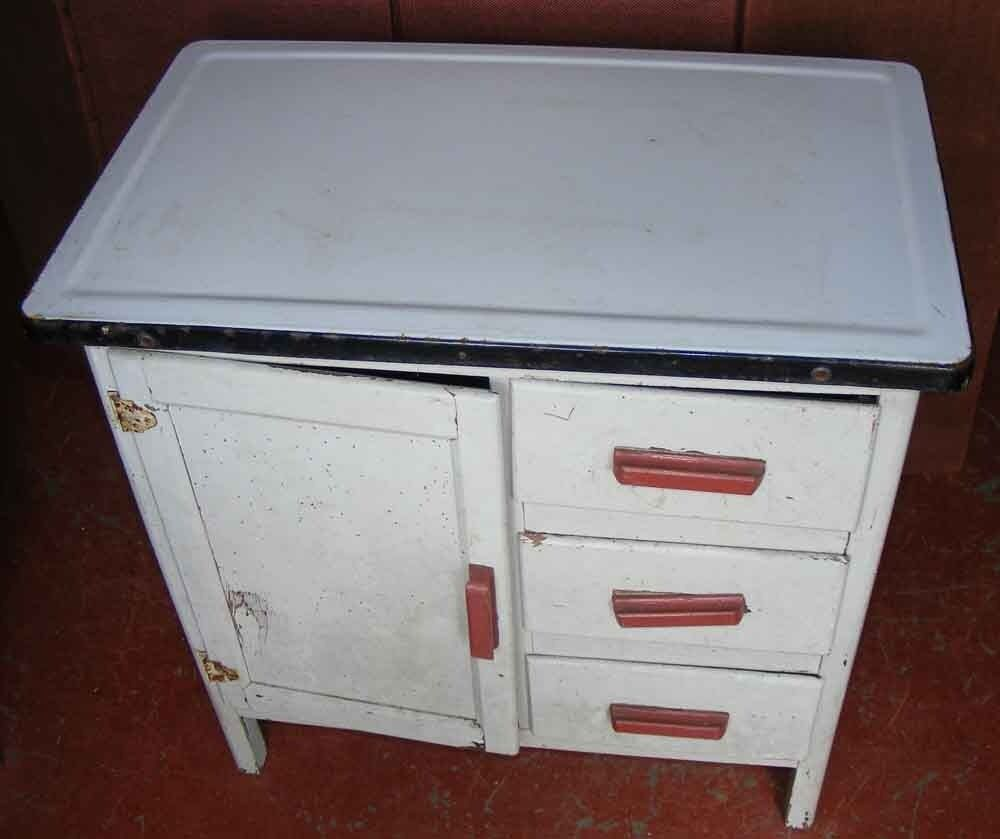 A vintage 1950\'s kitchen unit with white enamelled metal top. 30 ...