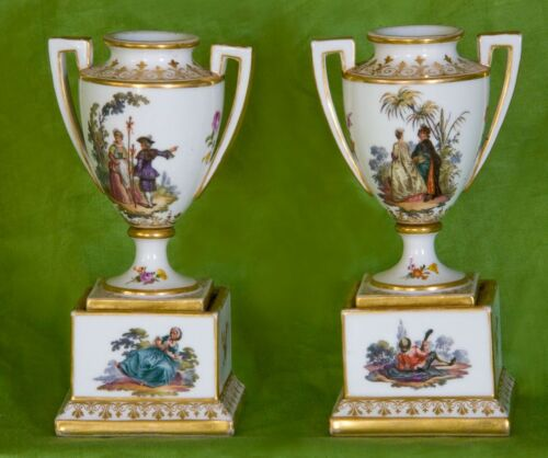 Royal Vienna (Bindenschild) Hand-Painted Porcelain Pair of Vases Urns 1749-1770