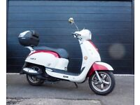 SYM Fiddle3 in Red & White. 125cc, 1025 miles approx. 2 seater with top box & new battery March'18