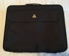 New black Tech Air laptop case