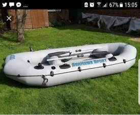 Robust 3 person dinghy in good condition.