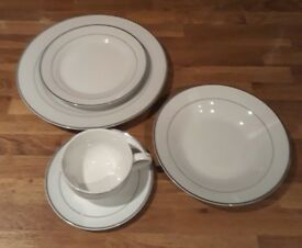 WATERSIDE 40 PIECE FINE BONE CHINA DINNER SERVICE. PERFECT FOR CHRISTMAS DINNER PARTY.