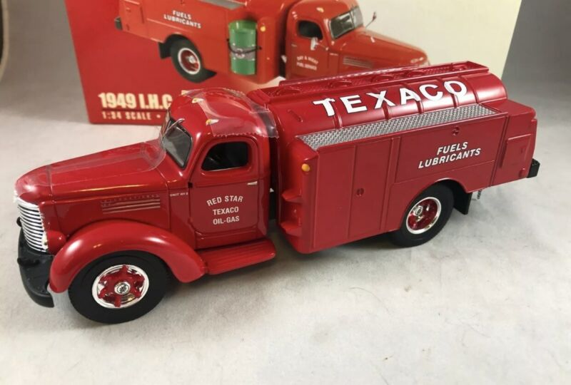 First Gear Texaco 1949 Day Or Night Fuel Service IHC KB-8 Tanker Collector Truck