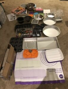 Cake decorating/baking equipment