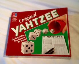BOXED ORIGINAL YAHTZEE. MB GAMES 1992. COMPLETE AND VERY GOOD CONDITION.