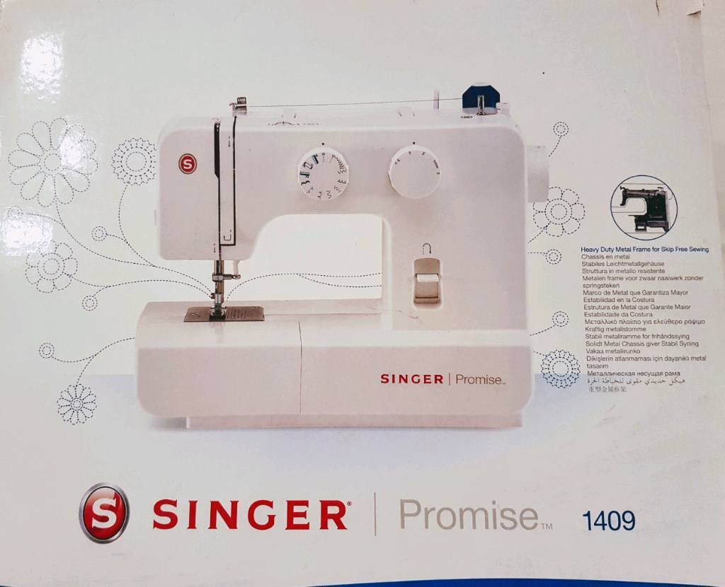 Singer Sewing Machine - LIKE NEW!