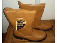 Size 11 Workforce safety boots