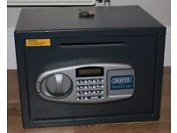 Draper electronic safe with posting slot