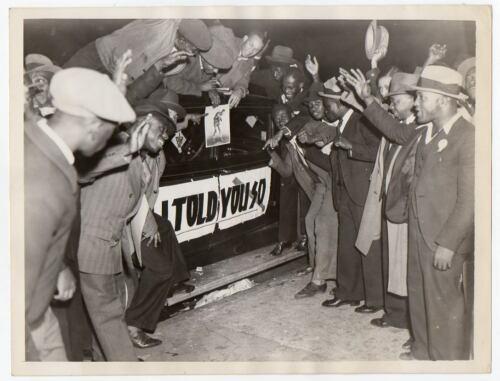 MEN in HARLEM celebrate boxer Joe Louis win 1935 ORIG PHOTO Black Americana NYC