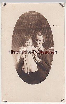 (F12654) Orig. Foto junge Frau mit Kleinkind Ursula im Freien 1927