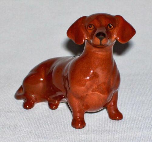 BESWICK ~ Early Sitting DACHSHUND DOG Figurine (Retired, A.Gredington) ~ England