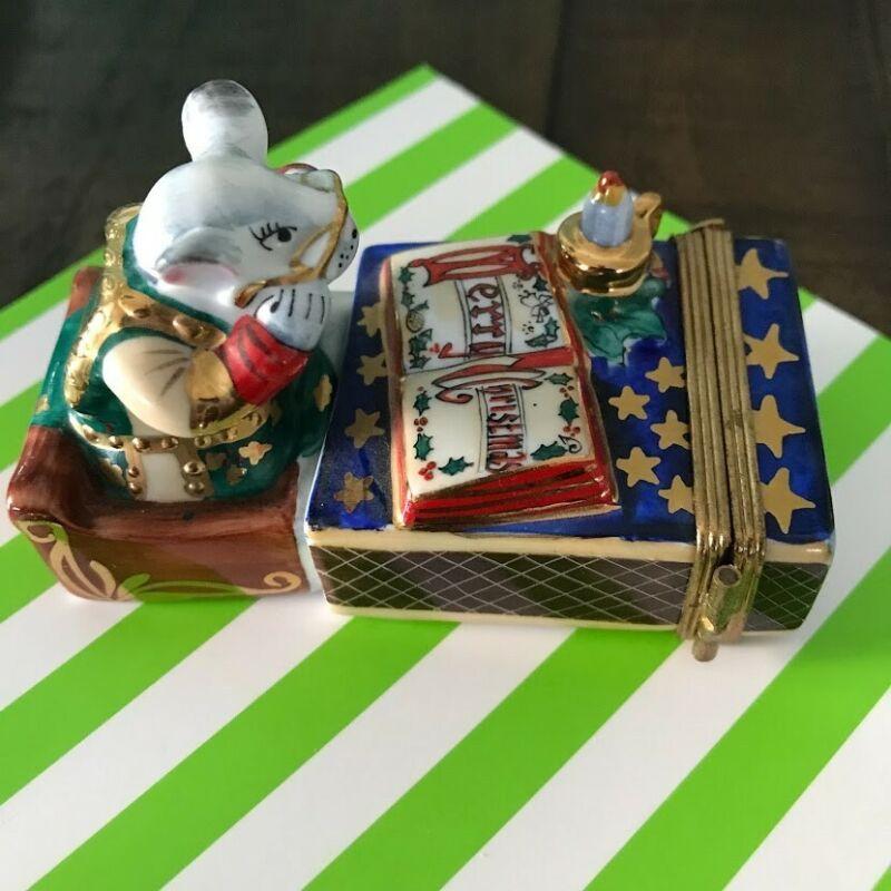 Vintage Limoges Peint Main Christmas Mouse in Matchbox Trinket Box