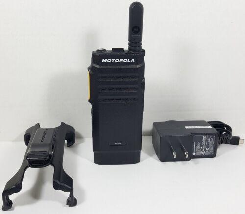 Motorola MOTOTRBO SL300 UHF 403-470 MHz Display Digital DMR Radio AAH88QCP9JA2AN