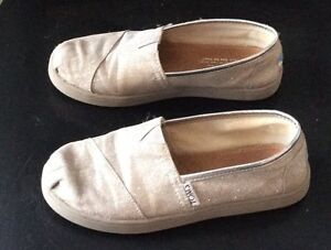 Girls Toms Shoes Silver Glitter Size 1 Cambridge Kitchener Area image 4