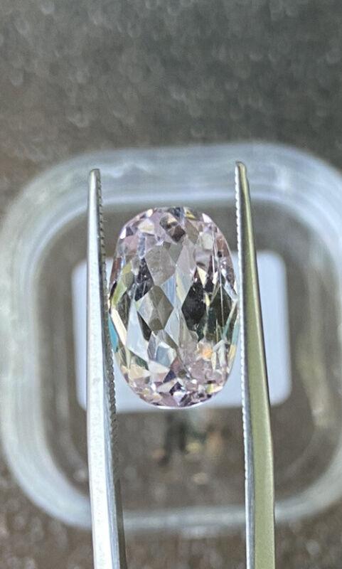 kunzite 12.5x8.2mm Oval 6.21ct gemstone