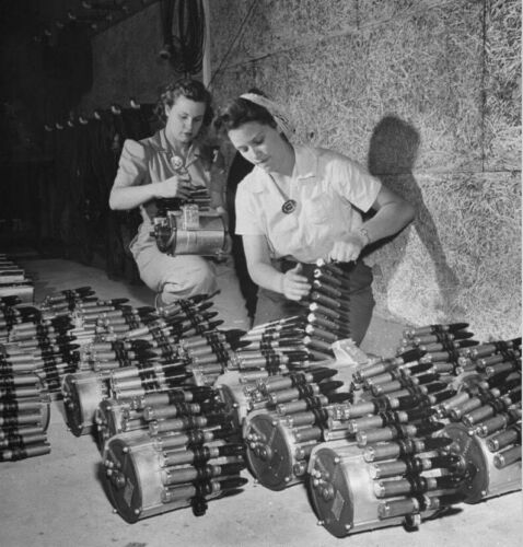 WW2 WWII Photo Female Factory Workers 20mm Ammo Drums  World War Two / 8127