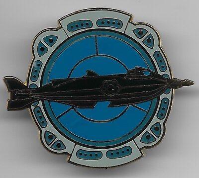 DISNEY CAST 20,000 LEAGUES UNDER SEA NAUTILUS PORTHOLE PIN NEW & TRADING CARD