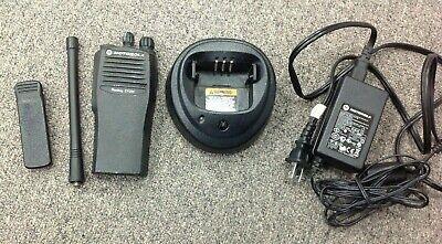 Motorola Radius Cp200 Model Aah50kdc9aa2an Vhf 16 Ch W Chgr