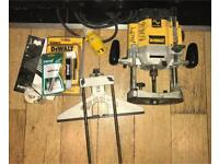 DeWalt 110v Router with 2 new guides, 4x 12.7 plunge tip cutters