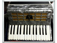 BAILE 32 Bass ,30 Keys,Grey Accordion Plus Case Excellent Playing Condition , Light To Carry, +Case