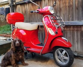 Vespa Piaggio LX 125 SE - plus loads of extras (leg and hand warmers/protectors & vespa helmet etc)