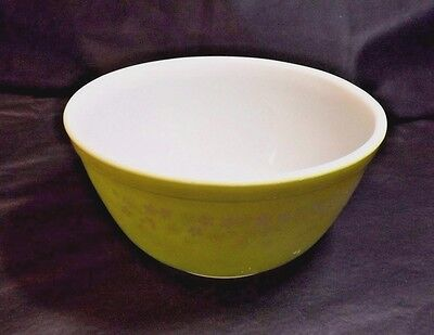 PYREX 1.5 L MIXING BOWL SPRING BLOSSOM 2 DESIGN 7 IN ACROSS #402