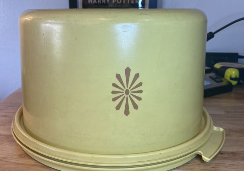 Vintage Tupperware Harvest Gold Cake Carrier