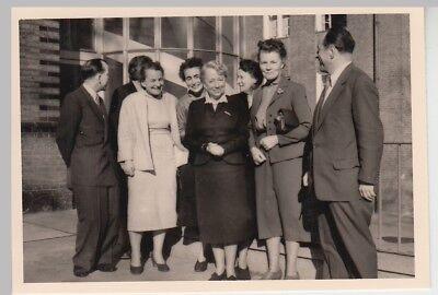 (F28276) Orig. Foto Gruppenbild nach bestandenem Examen 1957