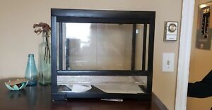 Reptile tank with sliding glass