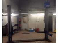 various 2 and 4 post lifts for sale from 2.5 tonnes to4 tonnes
