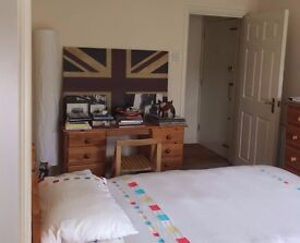 A Huge Double Room with Ensuite Bathroom in Canada Water (100m from tube station)