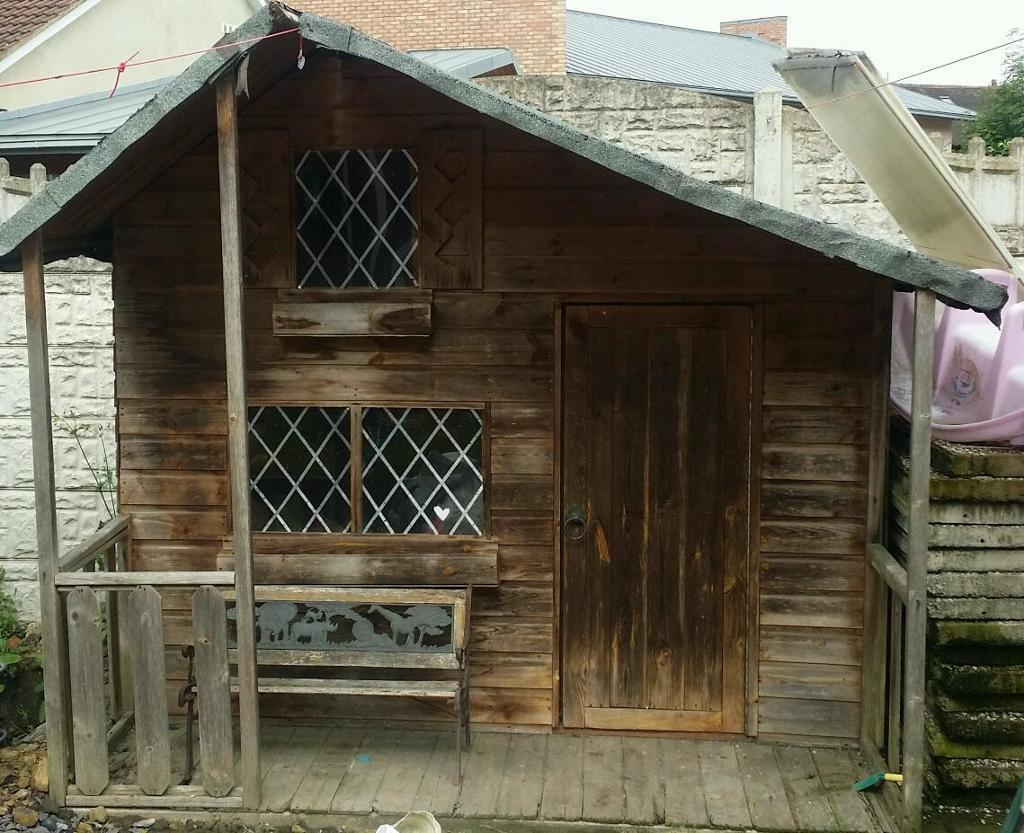 Large play house / Wendy house for sale,needs tlc | in Belle