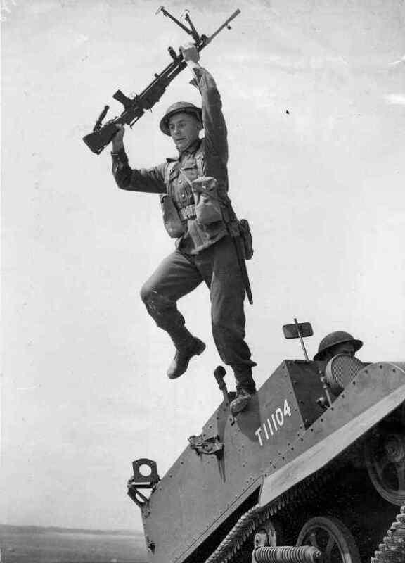 WW2  Photo Australian Troops Bren Gun Australia WWII World War Two ANZAC